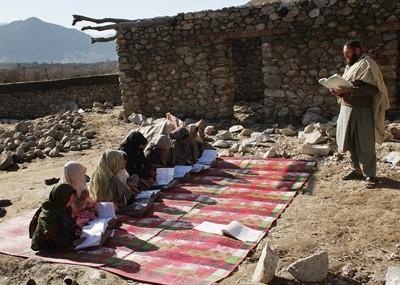 afghan_girls_class