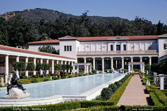 There will be art the getty villa and getty center in los for Villas california
